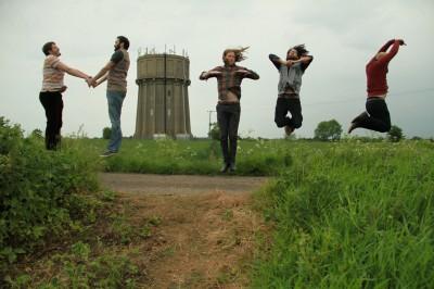 GRUBBY MITTS JUMP PHOTO (Press)_medium