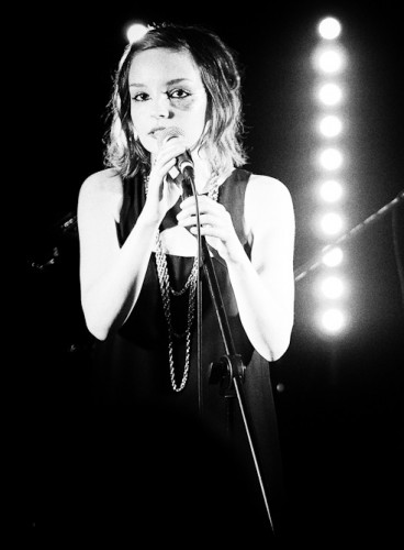 churches-art-school-glasgow-lauren-mayberry-368x500